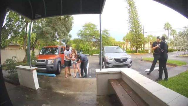 Câmara de vigilância filma parto em parque de estacionamento na Florida