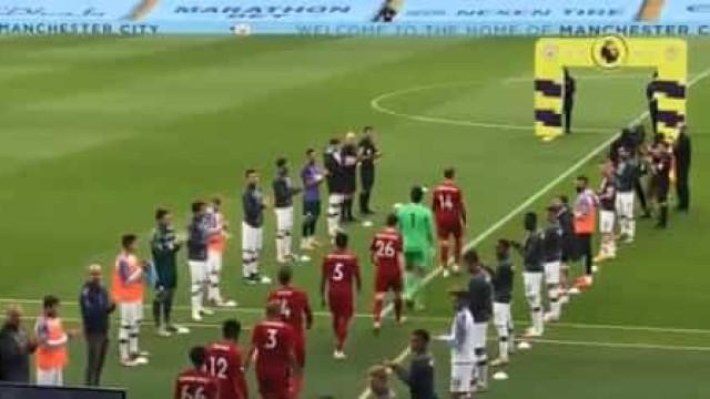 Exemplo que fica na história. City fez guarda de honra ao Liverpool