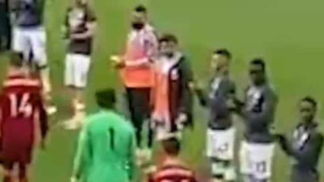 Bernardo Silva não aplaudiu Liverpool na guarda de honra do City