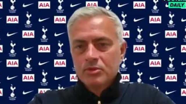 """Mourinho arrasa VAR: """"O homem do apito já não é o árbitro"""""""