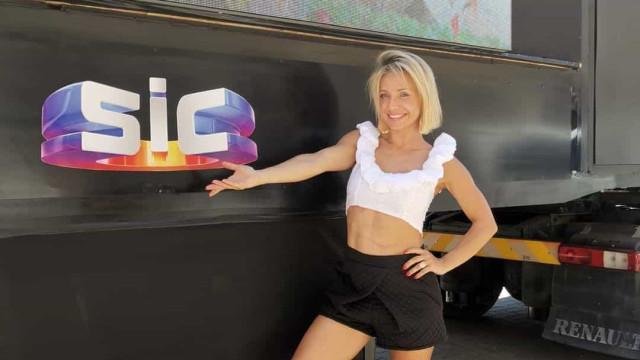 Barriga definida de Luciana Abreu em grande destaque no programa Domingão
