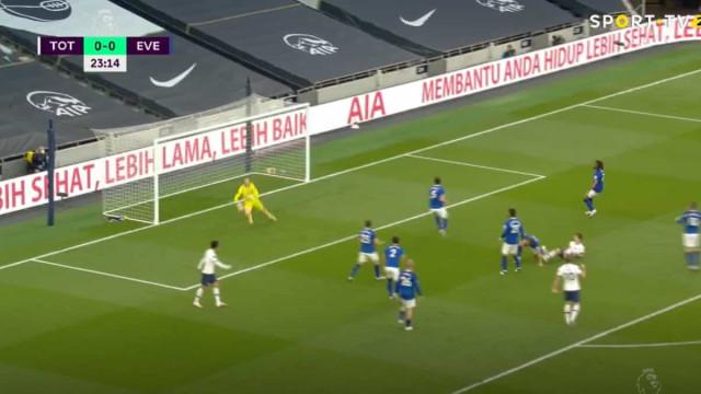Foi com muita sorte que o Tottenham abriu o marcador diante do Everton