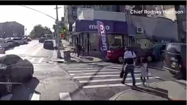 Homem morto enquanto atravessava estrada de mão dada com filha de 4 anos