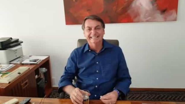 """Eu confio na hidroxicloroquina"". Eis como Bolsonaro combate a Covid-19"