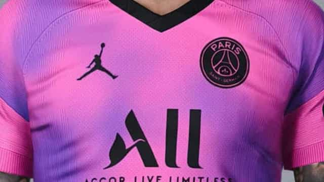 Paris Saint-Germain terá equipamento rosa em 2020/21