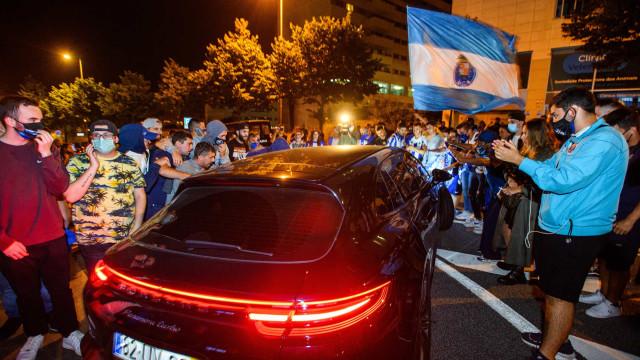 A um ponto do título: Adeptos eufóricos receberam autocarro do FC Porto