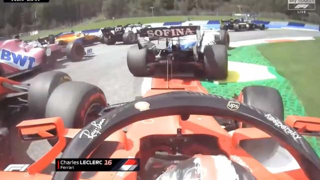 Pesadelo para a Ferrari. Vettel e Leclerc chocam na 1.ª volta e desistem