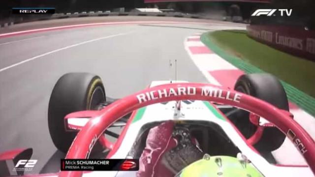 Extintor explode e impede Mick Schumacher de segurar o pódio
