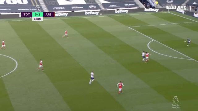 Son marca ao Arsenal e David Luiz volta a não ficar bem na fotografia