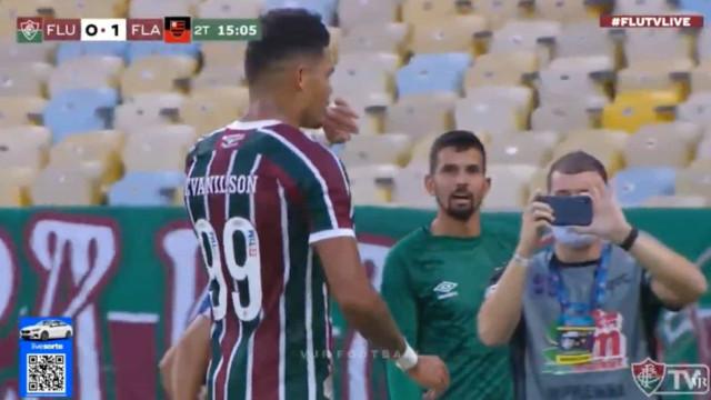 Defesa do Flamengo 'adormeceu' e Evanilson não perdoou
