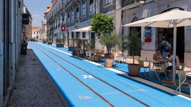 Depois de críticas, Lisboa pedonalizou mais uma rua (e sim, é azul)