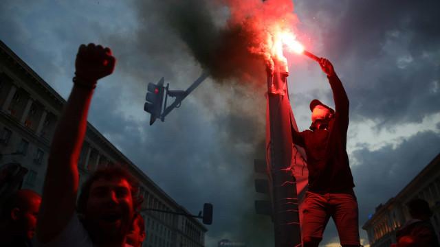 Milhares saem às ruas pelo 6º dia e exigem demissão do PM da Bulgária