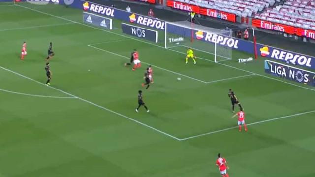 Seferovic marca golo da tranquilidade após lance anulado ao Vitória SC