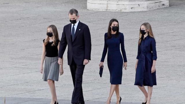 Covid-19. Reis de Espanha presidem a cerimónia em homenagem às vítimas
