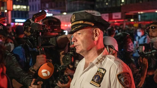 Chefe da polícia de Nova Iorque fica ferido durante protestos