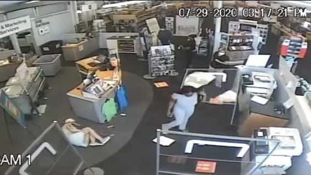 Mulher atacada em loja por pedir a outra cliente que usasse máscara