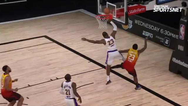 O 'monstruoso' bloqueio de LeBron James na vitória dos Lakers
