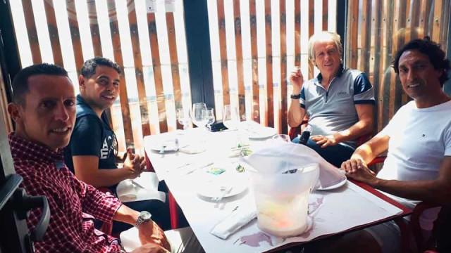 Jorge Jesus e equipa técnica almoçaram no restaurante 'O Barbas'