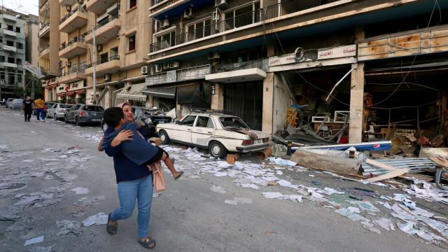 Explosões. As impressionantes imagens do caos em Beirute