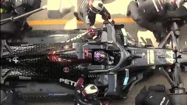 Mercedes mostra como fazer um duplo pit-stop... em 10 segundos