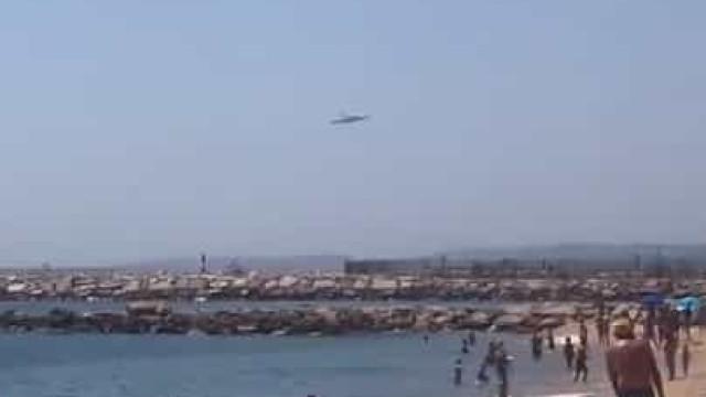 Viu? Maior avião do mundo sobrevoou praias do Algarve a baixa altitude