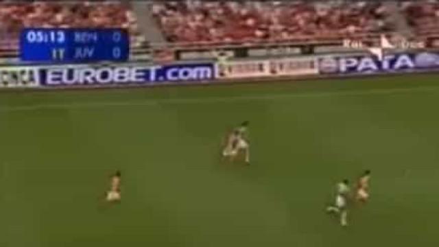 Há precisamente 15 anos, Ibrahimovic gelava a Luz com este golaço