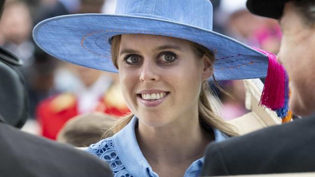 Uma viagem pelo estilo da princesa Beatrice em 32 imagens