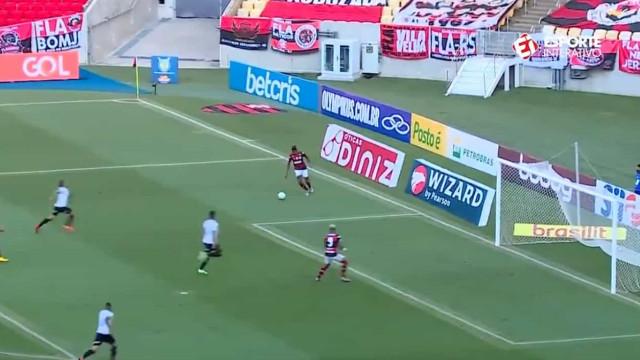 Apontado ao Benfica, Bruno Henrique tem falhanço do outro mundo