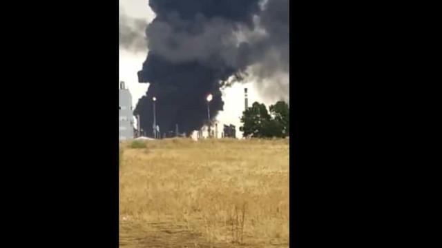 Raio atinge depósito de combustível da Repsol e provoca incêndio