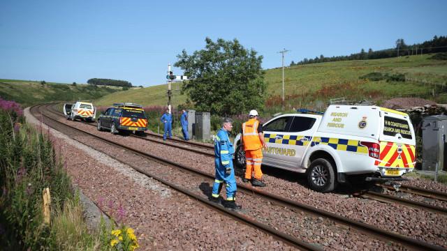 Pelo menos três mortos e seis feridos no descarrilamento na Escócia