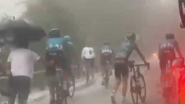 Assim ficaram as costas de um ciclista após uma tempestade de granizo