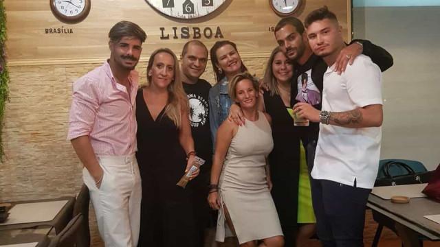 Elma Aveiro em Lisboa ao lado de Rúben da Cruz e outros amigos
