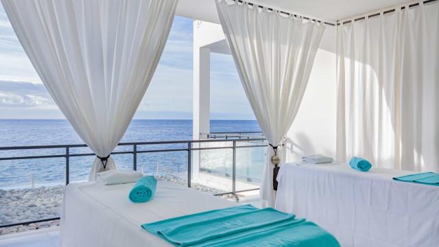 Este hotel na Madeira convida a sentir o oceano e está com ofertas no SPA