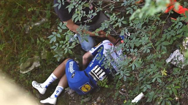 Arrepiante: Ciclista cai de uma ponte durante a Volta à Lombardia