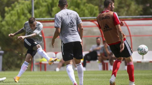 Benfica goleia e Everton, Waldschmidt e Pedrinho já marcam