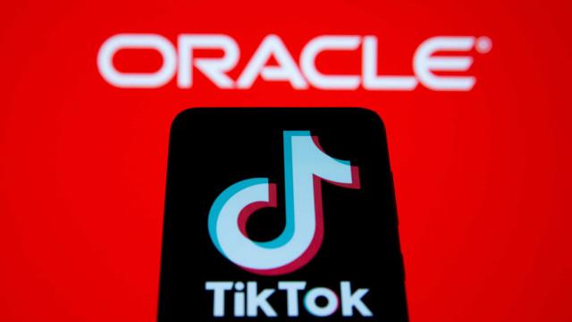 Trump anuncia acordo sobre TikTok que envolve Oracle e Walmart