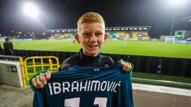 O gesto de Ibrahimovic que deixou o filho de um rival de sorriso rasgado