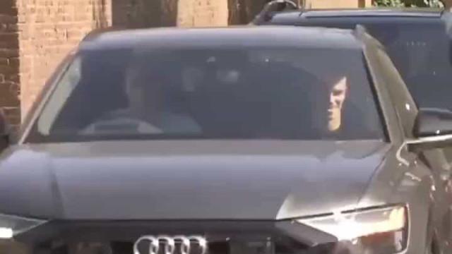 Bale e Reguillón 'caçados' a chegar ao centro de treinos do Tottenham