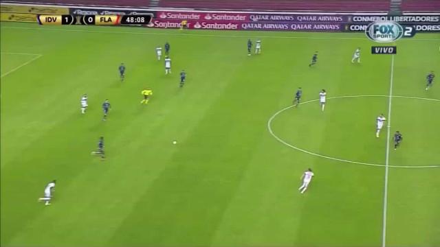 O golo deste lateral frente ao Flamengo deve ser visto e revisto