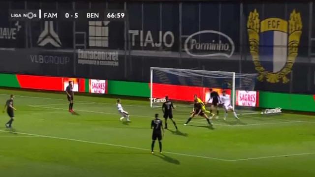 Famalicão ainda surpreendeu o Benfica com este golo