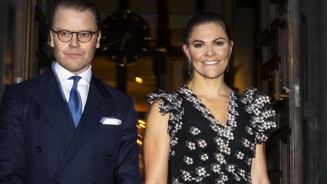 Princesa Victoria da Suécia brilha com vestido da H&M