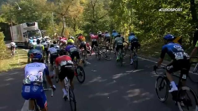 Camião em 'contramão' provoca queda aparatosa no Tour do Luxemburgo