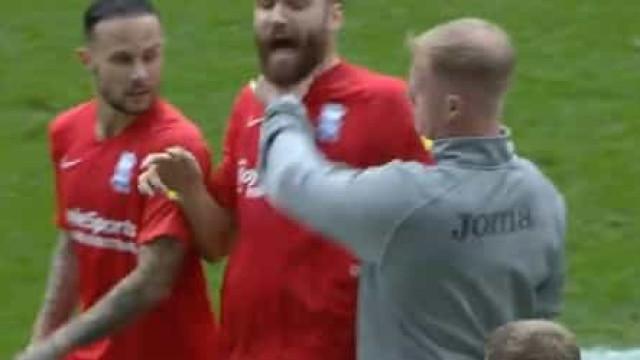Birmingham denuncia agressão de técnico do Swansea a jogador