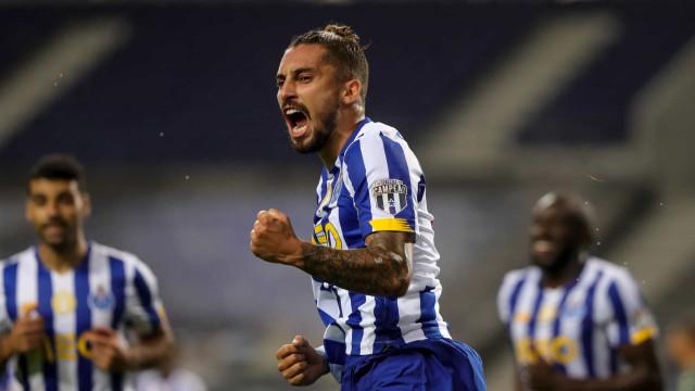 Alex Telles fez história no FC Porto e assinalou feito nas redes sociais