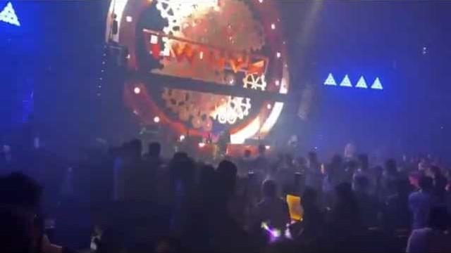 Bares e discotecas voltam a encher em Wuhan, cidade onde 'nasceu' a Covid