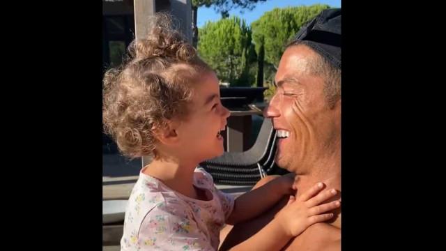Vídeo. Filha de Ronaldo com ciúmes do craque e da mãe, Georgina Rodríguez