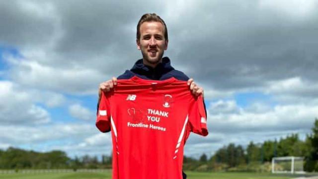 Adeptos do Tottenham compram camisolas do rival para ajudar crianças