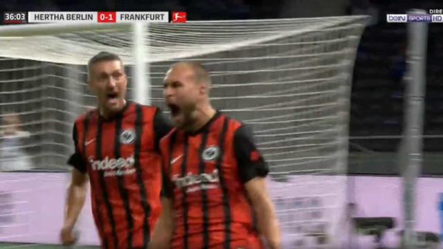 Cabeceamento de Bas Dost aumenta contagem do Eintracht em Berlim