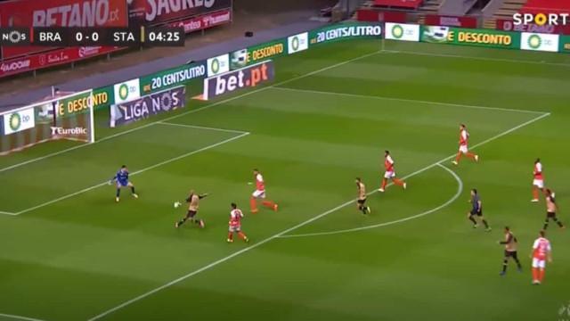 Thiago Santana precisou de cinco minutos para colocar o Braga em apuros