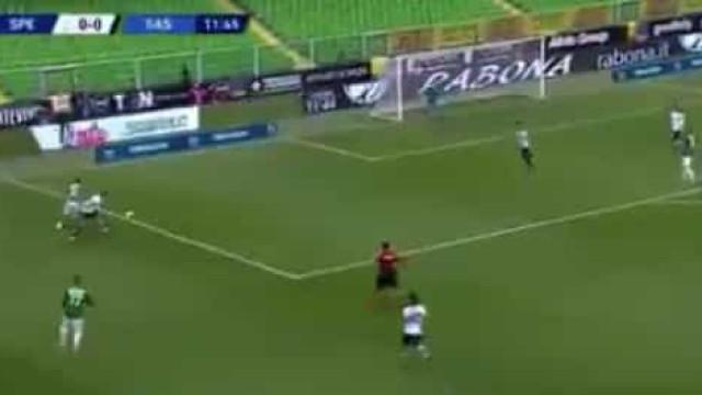 'Cueca'... e golo. Ex-Benfica espalha 'magia' na Serie A